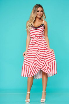 Red dress daily with elastic waist with v-neckline with ruffles at the buttom of the dress