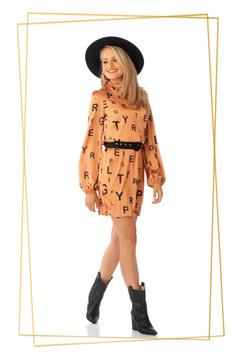 Rochie PrettyGirl portocalie de zi scurta cu un croi drept din material subtire cu imprimeuri grafice cu accesoriu tip curea