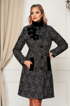 Black coat elegant tented from thick fabric fur collar