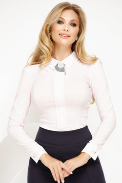 Body lightpink office with tented cut slightly elastic cotton accessorized with breastpin