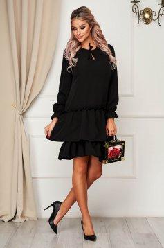 Rochie StarShinerS neagra de zi cu croi larg din material usor elastic cu volanase la baza rochiei