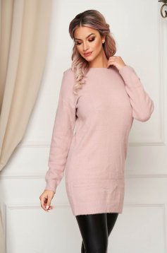 Pink sweater with easy cut with v-neckline with lace details knitted fabric