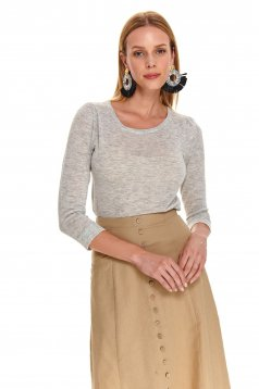 Lightgrey sweater with tented cut with rounded cleavage knitted fabric