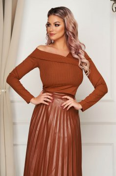 Women`s blouse brown casual with tented cut naked shoulders