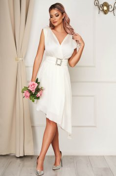 White dress elegant asymmetrical cloche with v-neckline accessorized with tied waistband