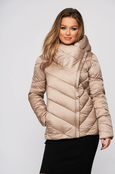 Lightbrown jacket casual from slicker with inside lining with pockets