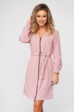 Lightpink dress daily straight with v-neckline accessorized with tied waistband