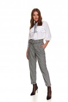 Bluza dama Top Secret alba casual cu croi larg din material subtire cu volanase