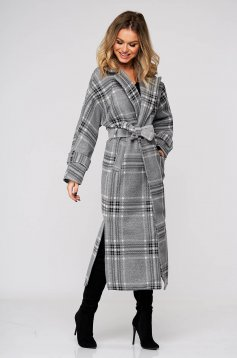 Grey coat long with straight cut accessorized with tied waistband from non elastic fabric with chequers