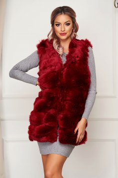 Burgundy gilet with straight cut from ecological fur with inside lining