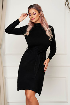 Rochie SunShine neagra scurta tricotata de zi cu un croi drept pe gat