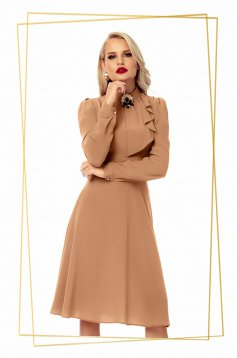 Dress brown elegant cloche voile fabric accessorized with breastpin