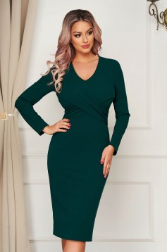 Green dress elegant with tented cut with v-neckline