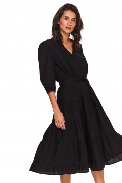 Black dress daily with v-neckline flaring cut 3/4 sleeve