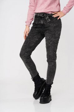 Darkgrey jeans casual with tented cut with medium waist accessorized with tied waistband