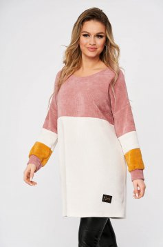 Lightpink sweater casual flared long with rounded cleavage