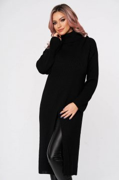 Black sweater with turtle neck with easy cut casual knitted fabric