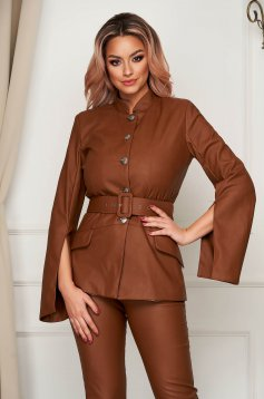 Straight brown blazer jacket with cut-out sleeves accessorized with belt