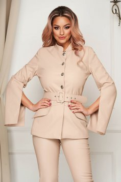 Straight cream blazer jacket with cut-out sleeves accessorized with belt