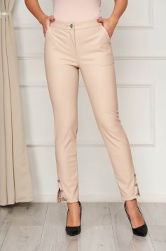 Cream medium waist trousers with tented cut with button accessories