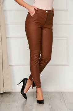Brown medium waist trousers with tented cut with button accessories
