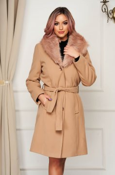 Cream coat wool straight elegant fur collar accessorized with tied waistband