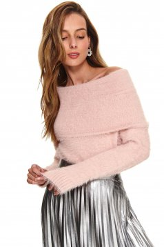 Lightpink sweater casual from fluffy fabric naked shoulders long sleeved