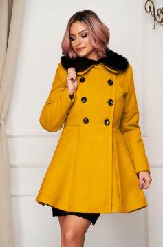 Palton din lana SunShine mustariu elegant scurt in clos cu guler din blana artificiala