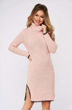 Dress lightpink knitted fabric with seams inside the fabric with lace details