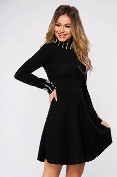 Rochie SunShine neagra casual din material reiat tricotata cu aplicatii cu perle in clos