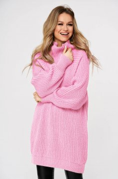 Lightpink sweater with turtle neck with easy cut knitted fabric from thick fabric casual