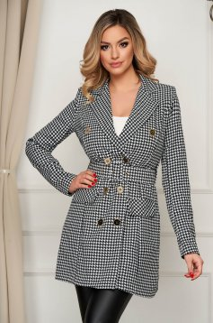 Jacket tented accessorized with belt dogtooth