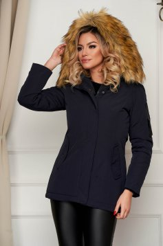 Darkblue jacket short cut with faux fur accessory with undetachable hood