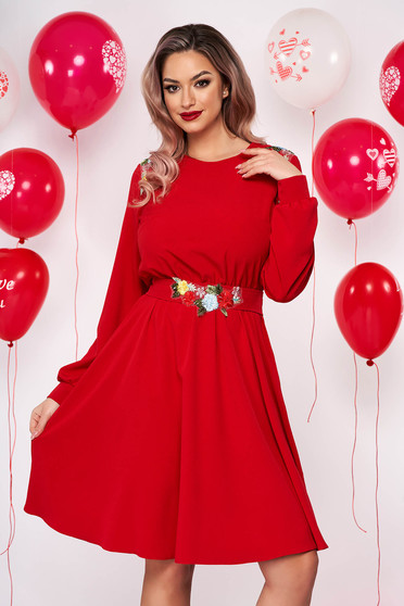 Rochie StarShinerS rosie scurta de ocazie in clos diin material subtire cu broderie florala