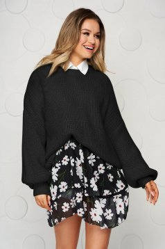 Black sweater knitted with puffed sleeves loose fit