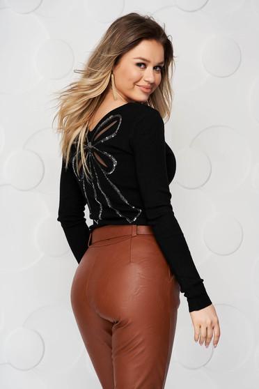 Bluza dama SunShine neagra mulata din material tricotat elastic si fin cu aplicatii cu paiete