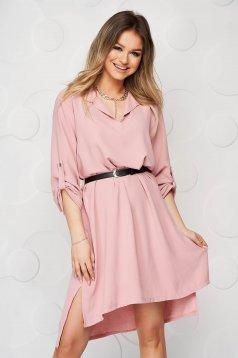 Rochie tip camasa roz prafuit scurta de zi cu un croi drept din material subtire