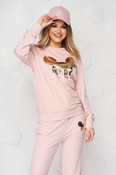 From two pieces lightpink sport 2 pieces loose fit with graphic details