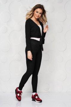 Trening negru tricotat mulat cu pantaloni si bluza tip cardigan