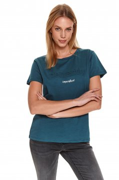 Green t-shirt loose fit short sleeves with rounded cleavage