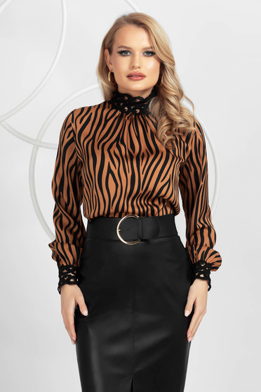 Bluza dama PrettyGirl animal print maro din satin din material neelastic cu aplicatii de dantela