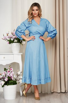 Lightblue dress poplin, thin cotton accessorized with tied waistband cloche with elastic waist