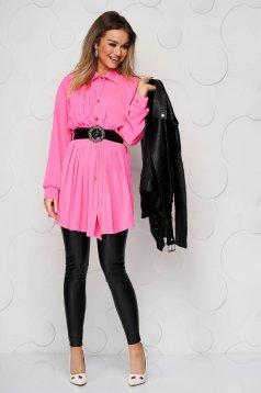 Camasa dama SunShine roz din material vaporos si transparent plisata cu o curea din imitatie de piele