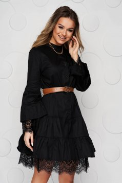 Black dress poplin, thin cotton cloche with lace details accessorized with belt