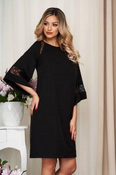 Rochie StarShinerS neagra eleganta din stofa barbie cu aplicatii de tul si dantela cu croi larg