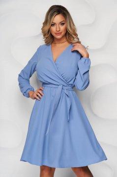 Rochie StarShinerS albastra midi clos cu elastic in talie cu decolteu petrecut captusita pe interior