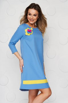 StarShinerS loose fit blue nonelastic fabric dress accessorized with breastpin