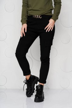Black trousers conical with pockets with elastic waist with metalic accessory