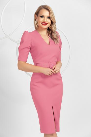 Rochie PrettyGirl roz prafuit tip creion midi cu maneci incretite in partea de sus si slit frontal