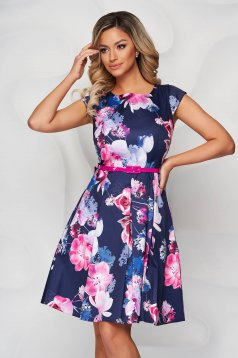 Pink dress with floral print cloche accessorized with belt slightly elastic fabric